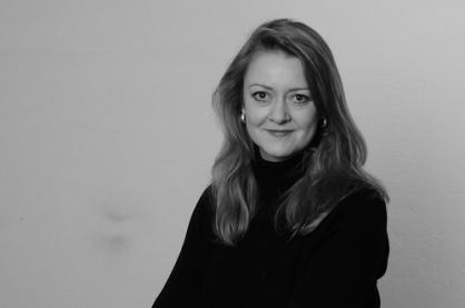Annie Machon, ex agente de inteligencia del poderoso servicio de inteligencia británico MI5
